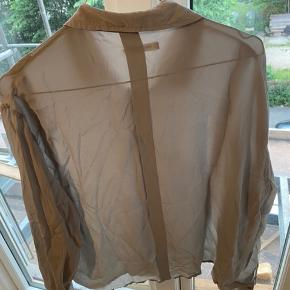 Grå silke skjorte fra Wood Wood.
