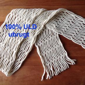Halstørklæde i 100% uld fra Sela Man. Aldrig brugt. NP var 97 Euro, købt i Italien.Porto efter aftale.