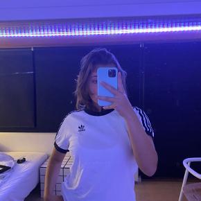 Adidas sports trøje🤍
