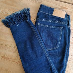 Dark denim jeans 👖 Low waisted. Skinny fit.