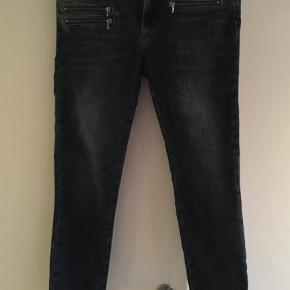 Varetype: Bukser Farve: Blå Oprindelig købspris: 1000 kr.  Fede cowboy bukser ankelkort