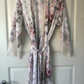 Smukkeste Cote kimono fra Buch Copenhagen. Aldrig brugt - mærket er dog taget af 😊