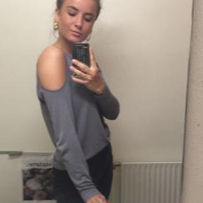 Zara tynd strik med huller ved skuldrene  Brugt en enkelt gang Byd