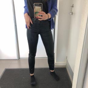 Coatede bukser - ikke ægte læder Str: XS Prisen er ikke fast, så byd endelig :)