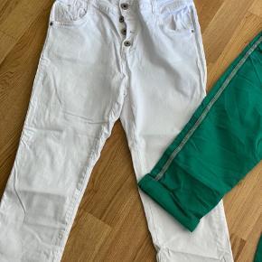 Lækker bukser med stræk  Str 36 - str 38 kan også passe dem  Mp 125 pp