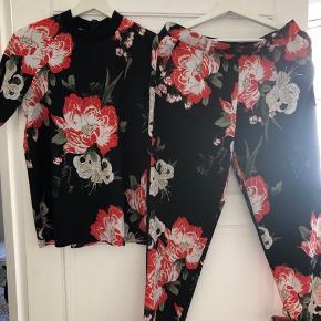 Super fedt sæt fra Envii.  Kan også bruges separat med andet tøj hver for sig. Top og buks begge i str. S.  Nypris: 900kr samlet.