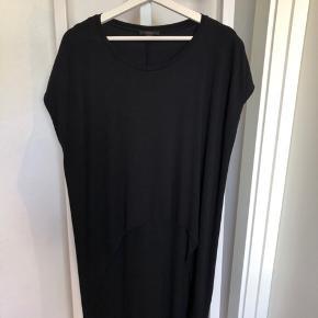 Cos sort kjole str. L aldrig brugt - Mp 200 kr.