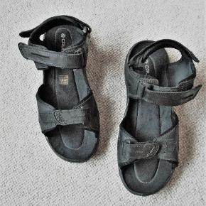 Sandaler, Cruiser, str. 45, Sort, Skind, Næsten som ny  Kun brugt 3 gange. Sandaler der selvfølgelig er pæne som ny, med pris mærke 400 kr. Indvendig mål 30 cm. Velcro lukning foran, ved vrist, og hæl. Billedfarven er ikke god, de er flot sorte Prisen er fast