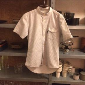 Lindbergh skjorte. Kan ikke finde størrelsen men vil mene den er en s eller lille m