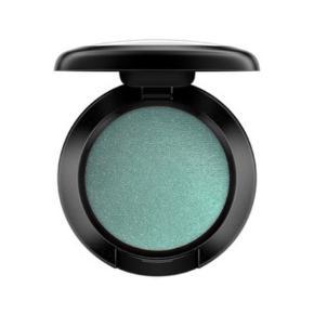 Mac øjenskygge refill i farverne 'steamy' og 'wedge'. 65 stykket - 2 for 100