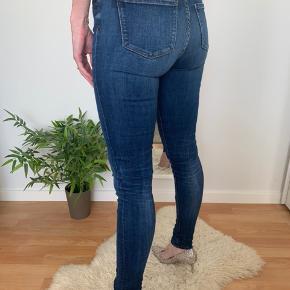 Lækre skinny jeans i str 26/32.  Stylenavn como rw doreen
