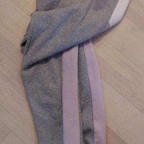 Bløde og varme sweatbukser fra Topshop Brugt få timer, fremstår stortset som nye! Nypris 300 kr