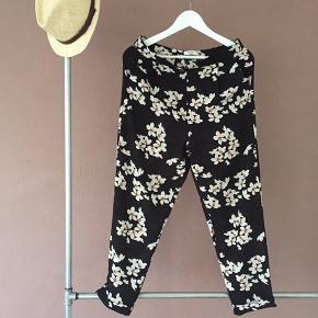 Blomstret løse bukser