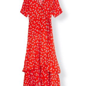 Meget smuk ganni kjole i fin stand.   Min mindstepris er 600,-