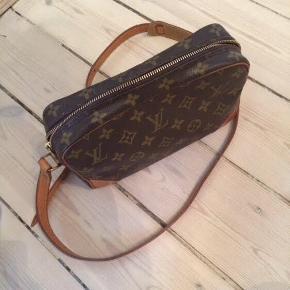 Louis Vuitton taske vintage.  Stadig rigtig fin, ingen slidtage. Dustbag medfølger.   Bytter ikke