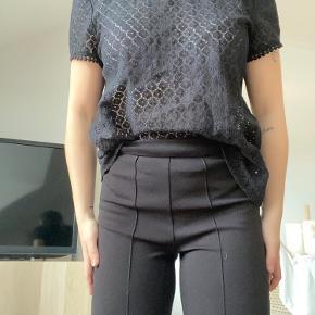 Mega fin t shirt. Pæne blonder. Passer også en str 34 og 36