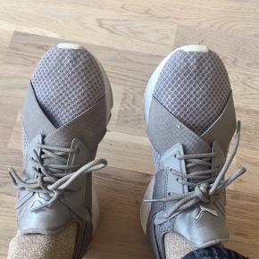 Seje Puma sneakers. BYD!