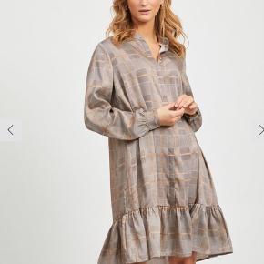 Oversize VILA kjole, bruge en enkelt gang.