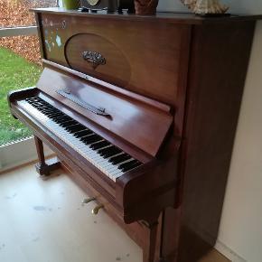 Min mors gamle klaver kan ikke følge med i lejlighed når vi flytter. Skal stemmes
