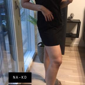 NAKD kjole Enkel, fin og sort Str xs/S 50kr Køber betaler fragt