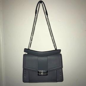 Rigtig fin taske købt i London Nypris : 700 kr Mp : 350