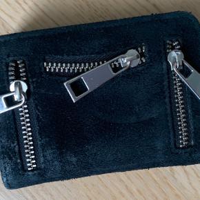 Sælger min pung Fra Nunoo, da jeg desværre ikke får den brugt - har været meget lidt i brug.