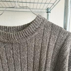 Brunlig oversize strik/sweater. God stand!