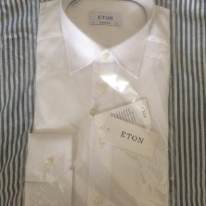 Skjorte, Eton, str. M, hvid, Bomuld, Ubrugt  Flot og helt ny og stadig indpakket str. 40 hvid herreskjorte fra Eton contemporary Nypris 1150 kr. Sælges nu for 650 kr. pp