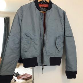9edc1c12 Sælger min Schott bomber jakke i lyseblå. Den er købt i USA og stort set