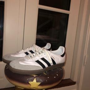Sælger mine Adidas samba da jeg ikke får dem brugt. De er str 40, men bruger selv str 39.