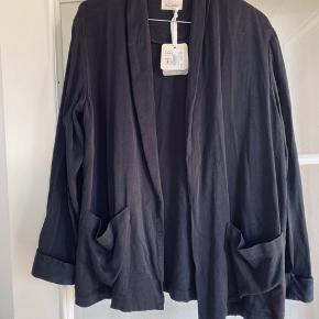 Smuk jakke / blazer fra American Vintage.  Den er oversize, så jeg (str L) kan passe den.