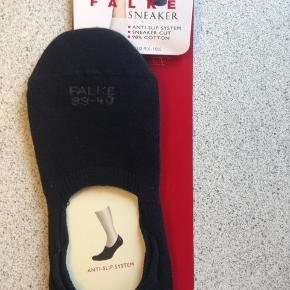 Falke sneaker med anti-slip system Super kvalitet.  Nypris 89kr Ved mobilpay er prisen inkl. porto