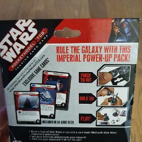 Udvidelse til Star Wars Pocketmodel Trading Card Game. Indeholder 8 exclusive modeller, 30 kort og 2 terninger.  Passer til andre Star Wars Pocketmodel Trading Card spil.  Se vores andre annoncer, hvor vi også har flere starterspil til salg
