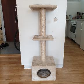 Kradsetræ sælges, da min kat ikke gider at bruge den, hvorfor den fremstår som helt ny. H = 110 cm