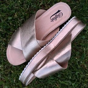 Virkeligt fede sandaler købt vintage. Desværre lidt for små til mig. Str 40.