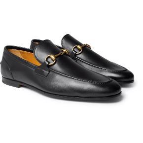 Klassiske Gucci Jordaan horsebit loafers. Aldrig taget i brug da de ikke passer.  Købt på Vestiaire Collective til 3200kr.  Nypris 4450kr.   Måler 22,5 cm, og vil sandsynligvis give sig når de er gået til. De er lidt smalle i det.