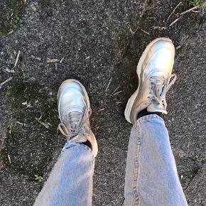 Nike air Max Thea silver str 37  Brugt men rigtig god stand  Vaskes og tørres af inden afsendelse