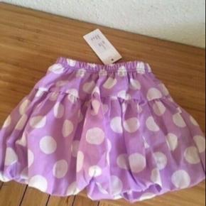 Fannymia nederdel str 74/80 -fast pris -køb 4 annoncer og den billigste er gratis - kan afhentes på Mimersgade 111 - sender gerne hvis du betaler Porto - mødes ikke andre steder - bytter ikke