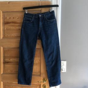 Fede denim jeans fra cos i str. 27 - Slim fit - Low rise - Cropped length Brugt få gang, kom gerne med et bud🌾