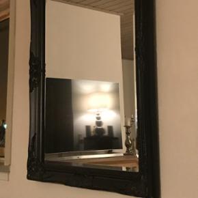 Super flot spejl  Nypris 499.-kr  Fremstår som nyt  Mål 70x90 cm