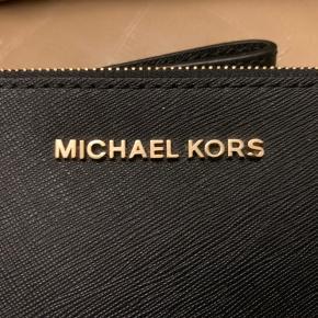 Sælger denne lækre Michael kors clutch Handler mobile pay Sender med gls for købere regning Ved ts handel betaler køber gebyr