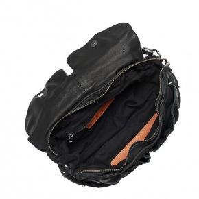 taske fra unlimit Der med følger ekstra rem Har givet 1500kr for den, den er kun brugt den dag jeg købte den derfor helt som ny Den er i sort læder Prisen er ikke fast, så kom med et bud