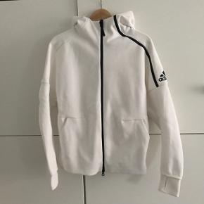Sælger denne fin hoodie da jeg ikke få den brugt. Den er købt for 1.5år siden og er brugt 2 gange. Unisex model.  Kan afhentes i København eller Charlottenlund/Hellerup