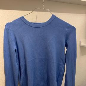 Mega fed bluse sweater fra zara har tegn på slidt som man kan se men stad fed Nypris var 200kr Jeg tænker 40kr Men bare byd  Kig gerne på mine andre opslag da der er mængderabat, jeg har en masse god ting til salg