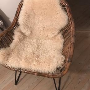 Mørk natur rattan stol aldrig brugt. Købt online på til 1500 kr. Sælges for 800 kr.  Afhentes i Ordrup 2920.  Kurve, flet, træ, lounge, lænestol, natur, ny, ubrugt, bolig.