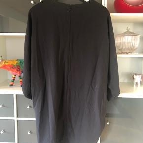 Kjole fra COS. Ikke brugt. 100kr ex Porto.