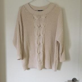 Lækker strikket sweater fra H&M. Den har 3 1/4 ærmer.  Str. XS, men passes også af en S.  Min pris - 75kr