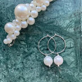 Charlotte Earrings✨⭐️  Ægte perler og ægte sølv hoops🧡