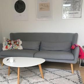 Fin grå ilva sofa, købt for 5 år siden til 5000kr. Brugt men i rigtig god stand :)