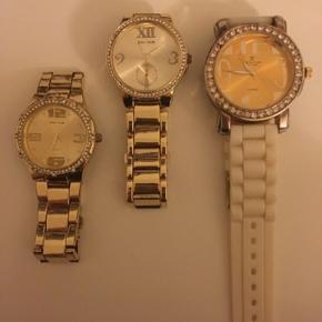 Sælger mine 3 flotte ure ;)  De alle 3 virker skal blot have nyt batteri i ;)  Byd
